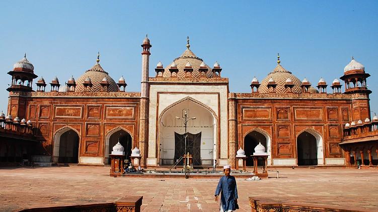 plea survey Agra Masjid