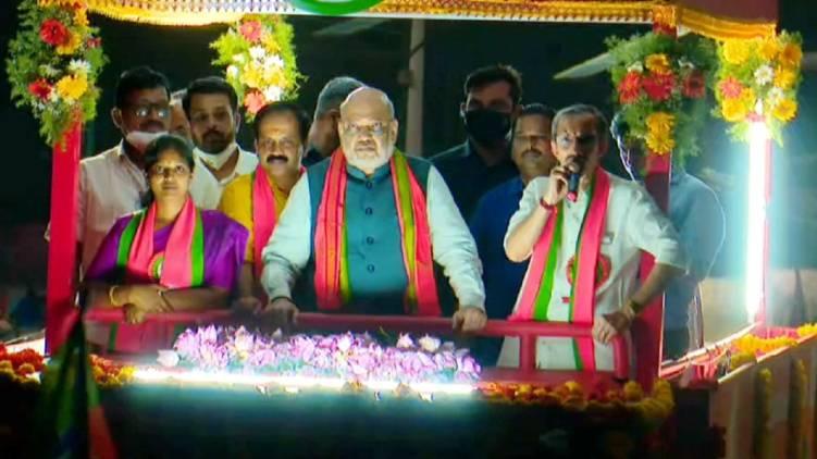 rahul gandhi coming to wayanad like trip says amit shah