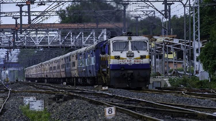 yaas cyclone trains cancelled