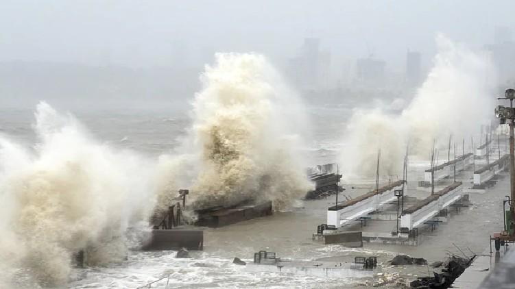 tauktae cyclone in gujarat