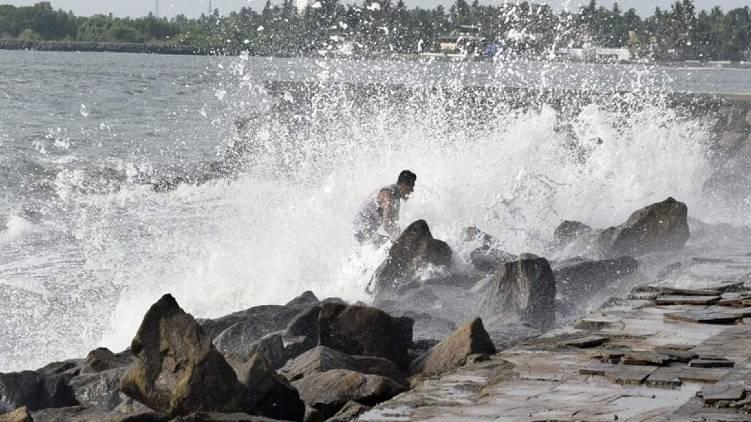 chances of high tide in kerala