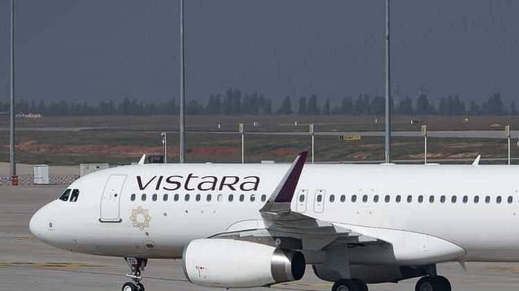 8 injured as Mumbai -Kolkata flight hits severe turbulence