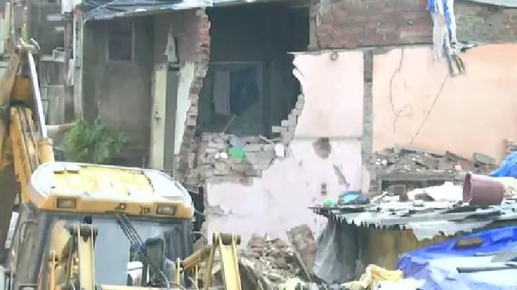 mumbai building collapsed