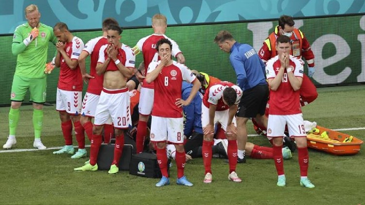 player collapses denmark finlend
