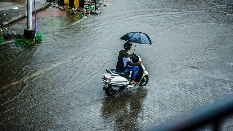 chances of heavy rain from friday to sunday