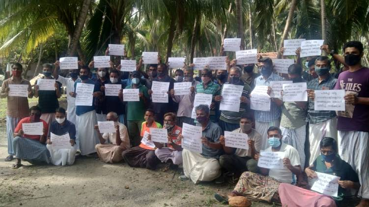 lakshadweep people protest against terminating contract employees