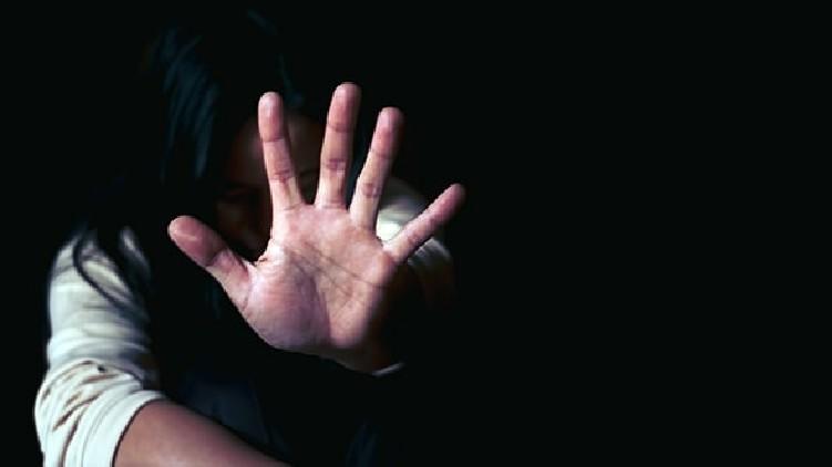 lady beaten escape husband's