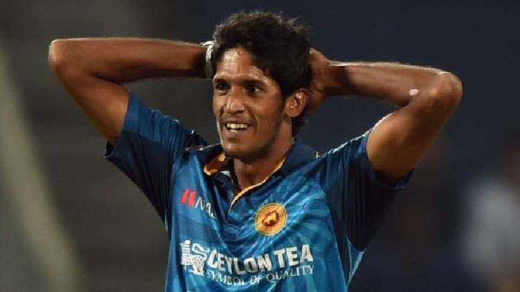 Lanka players refuse contracts