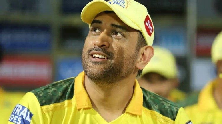 Dhoni continue with CSK