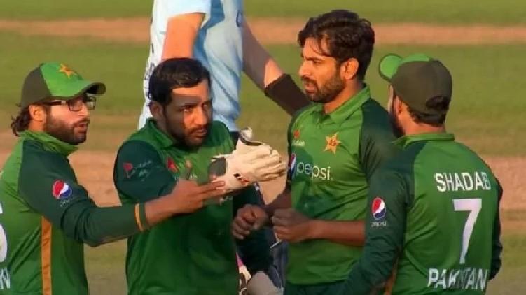 Sarfaraz Shadab Khan clash