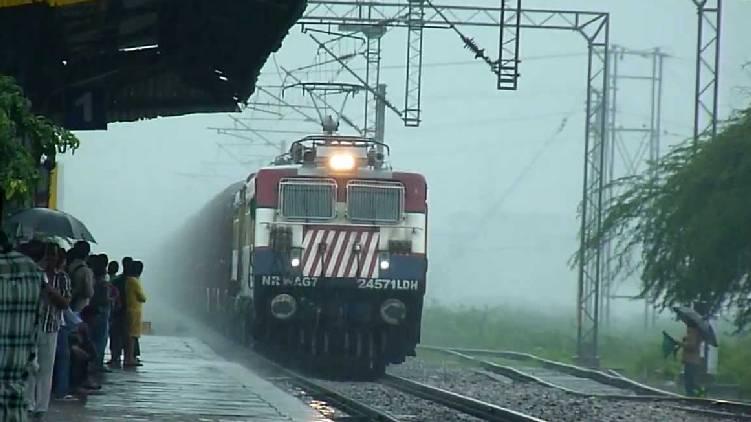 Heavy rain train to Thiruvananthapuram diverted