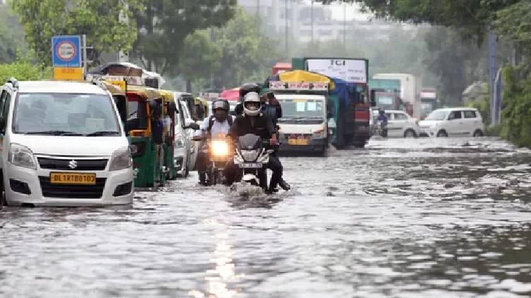 delhi flood alert