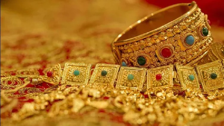 gold price hits low
