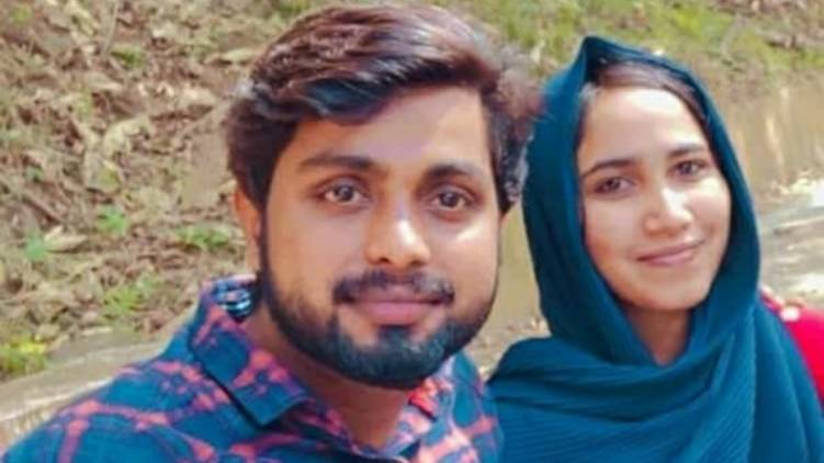 police takes case against aluva man who attacked pregnant wife