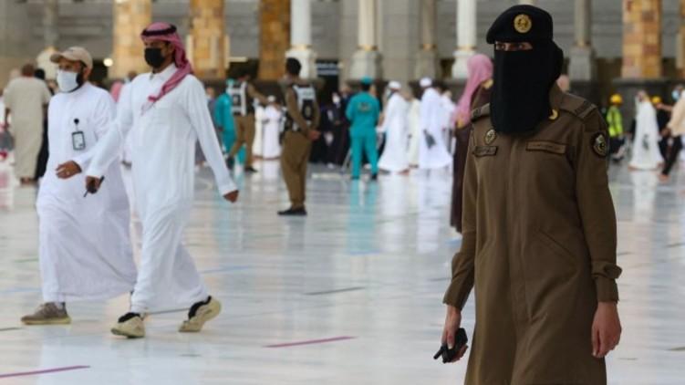 Saudi women stand guard in Mecca during haj