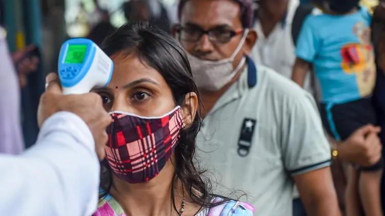 delhi covid cases-deaths declining