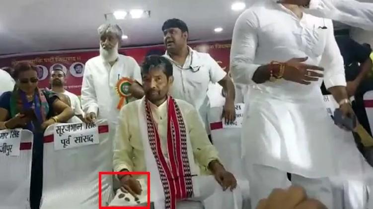 Ink thrown at Union Minister