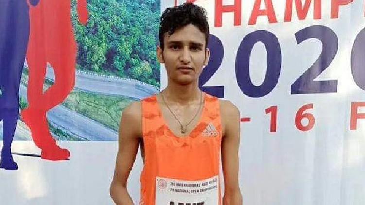 India's Amit wins silver