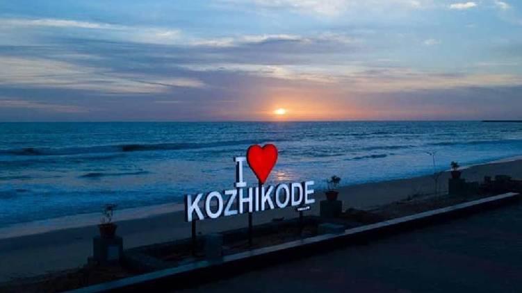 kozhikode beach crowd
