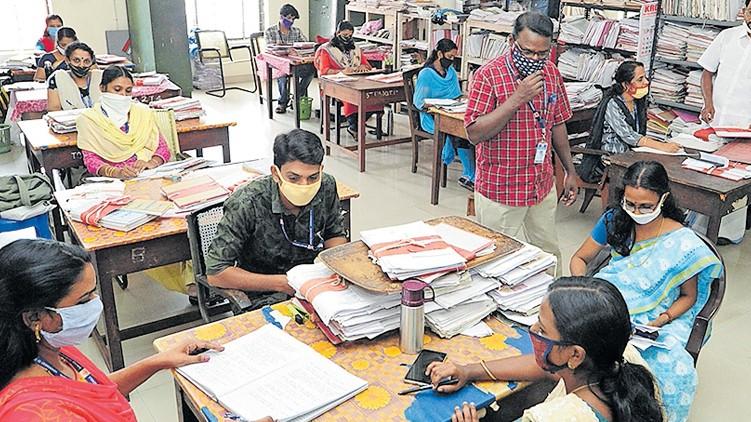covid criteria for govt employee