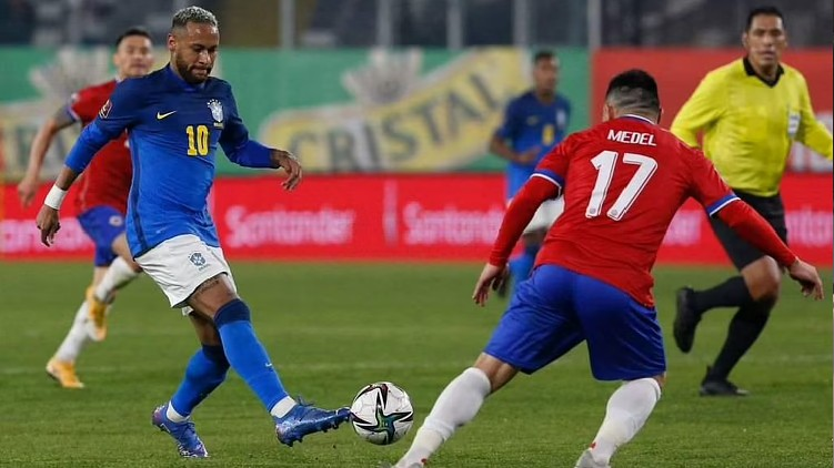 Neymar laughs claims overweight