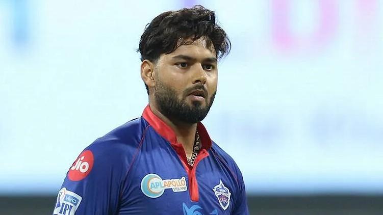 Win Trophy Rishabh Pant