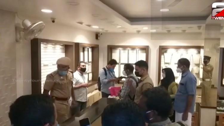 Gold palace jewelry Police raid
