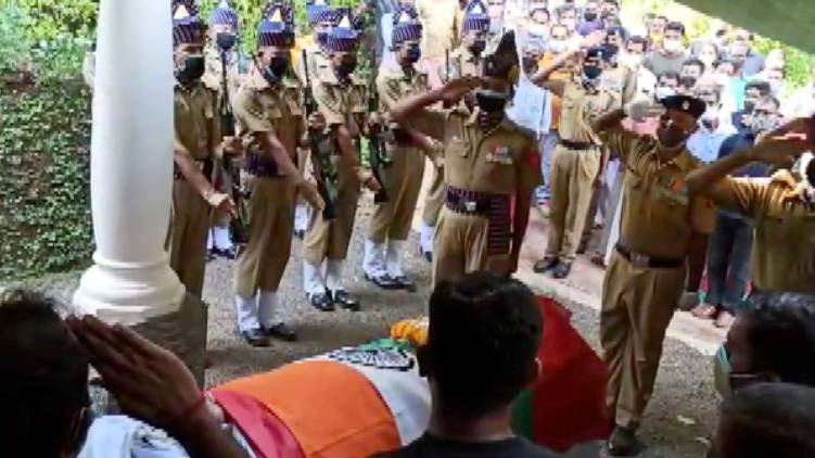 kannur police disrespect soldier corpse