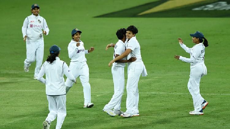 australia women wickets lost