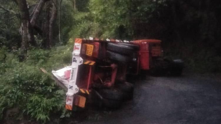 attappady trailer overturned