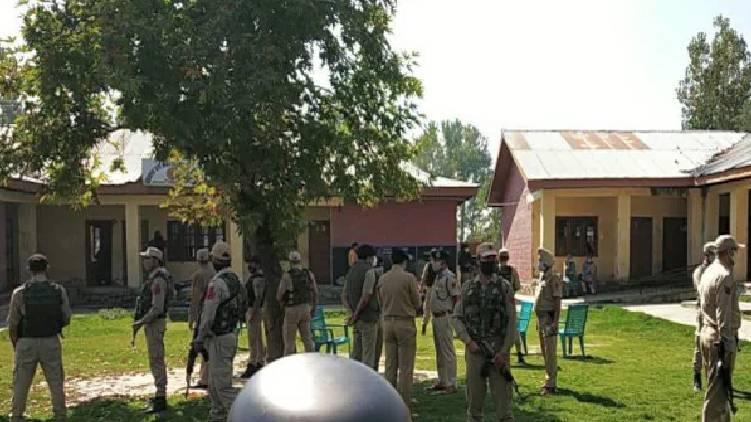 two killed terrorist attack srinagar
